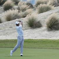 Tiger remains in hunt at Hero World Challenge