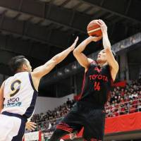Tokyo's Daiki Tanaka shoots during the Alvark's 75-67 win over the Tochigi Brex on Sunday at Arena Tachikawa Tachihi. | KYODO