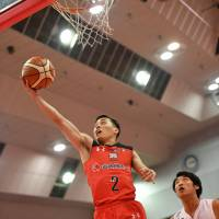 Chiba guard Yuki Togashi drives to the basket in first-quarter action against Nagoya on Sunday at Funabashi Arena. The Jets won 88-85. | B. LEAGUE
