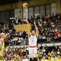 The Jets' Gavin Edwards takes a first-quarter jumper against the Sunrockers on Saturday night in the teams' series opener. B. LEAGUE