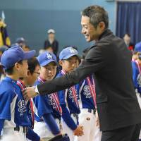 Ichiro Suzuki greets youth baseball players  at the closing ceremony of the Ichiro Cup tournament on Saturday in Toyoyama, Aichi Prefecture. | KYODO