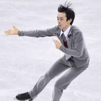 Mitsuki Sumoto skates to 'Singin' in the Rain' in the men's short program at the Junior Grand Prix Final. He is in third place with 77.10 points. | KYODO
