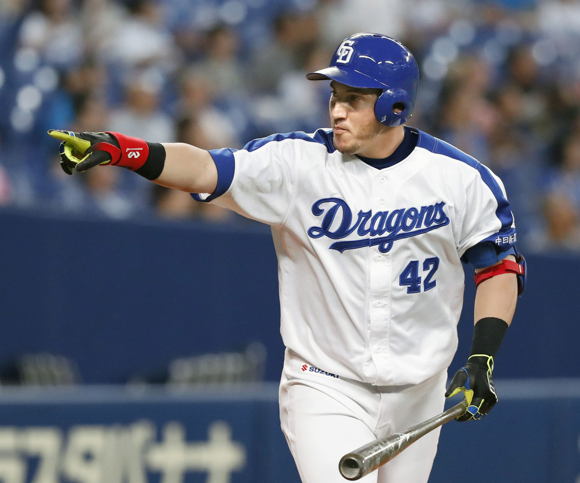 Alex Guerrero led the Central League with 35 home runs last season, his first in Japan. Guerrero will suit up for the Giants next year after spending 2017 with the Dragons. | KYODO