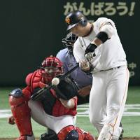 Shuichi Murata hit 14 home runs for the Giants during the 2017 season. | KYODO