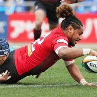 NTT's Mifiposeti Paea scores a try in the Red Hurricanes'  38-19 win against the Toyota Industries Shuttles in the Japan Rugby Top League on Saturday.   KYODO