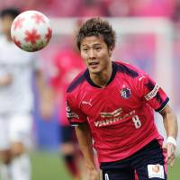 Cerezo Osaka's Yoichiro Kakitani dribbles the ball during an Emperor's Cup semifinal against Vissel Kobe on Saturday in Osaka. Kakitani scored in the 98th minute of Cerezo's 3-1 win. | KYODO