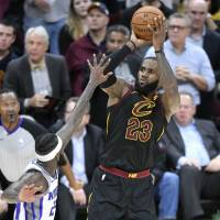 LeBron sparks Cavs to 13th consecutive win