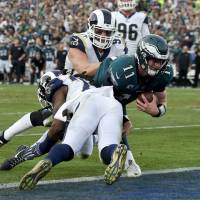 Eagles capture NFC East title, lose Carson Wentz in process