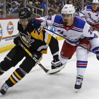 Pavelec bails out Rangers in win over Penguins