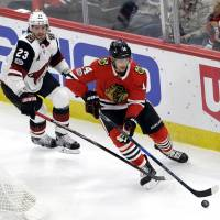 Blackhawks get back on track with win over Coyotes