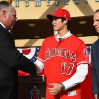 Shohei Ohtani shakes hands with Angels manager Mike Scioscia as general manager Billy Eppler watches on Saturday in Anaheim, California. | USA TODAY / VIA REUTERS