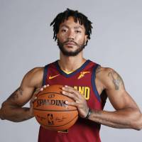 Injured Derrick Rose returns to Cavaliers to resume treatment and physical rehabilitation
