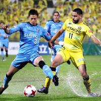 Kawasaki Frontale defender Tatsuki Nara (left) holds off Kashiwa Reysol's Diego Oliveira during their J. League game on Oct. 29. | KYODO