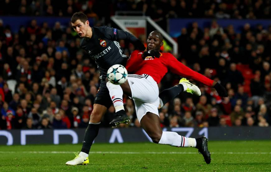 Man United advances in Champions League