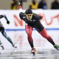 Takuro Oda (right) skates to victory in a men's 1,500-meter race at an Olympic qualifying meet at  Nagano M-Wave on Friday. | KYODO