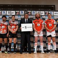 Sunwolves head coach Jamie Joseph (center) and players pose for a photo during a Monday news conference announcing the team's 2018 activities. | AFP-JIJI