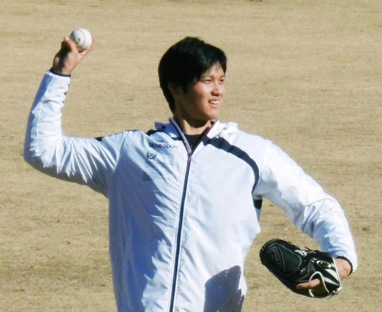 The Angels' Shohei Ohtani works out at the Fighters' facility in Kamagaya, Chiba Prefecture, on Tuesday. | KYODO