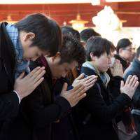 People pray for business prosperity in the new year at Kanda Myojin Shrine in Tokyo's Chiyoda Ward on Thursday, the first business day of the year. | SATOKO KAWASAKI