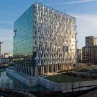 The new U.s. Embassy in Embassy Gardens stands in south-west London on Dec. 18. U.S. President Donald Trump said Friday that he no longer plans to attend the opening of the embassy. | AFP-JIJI