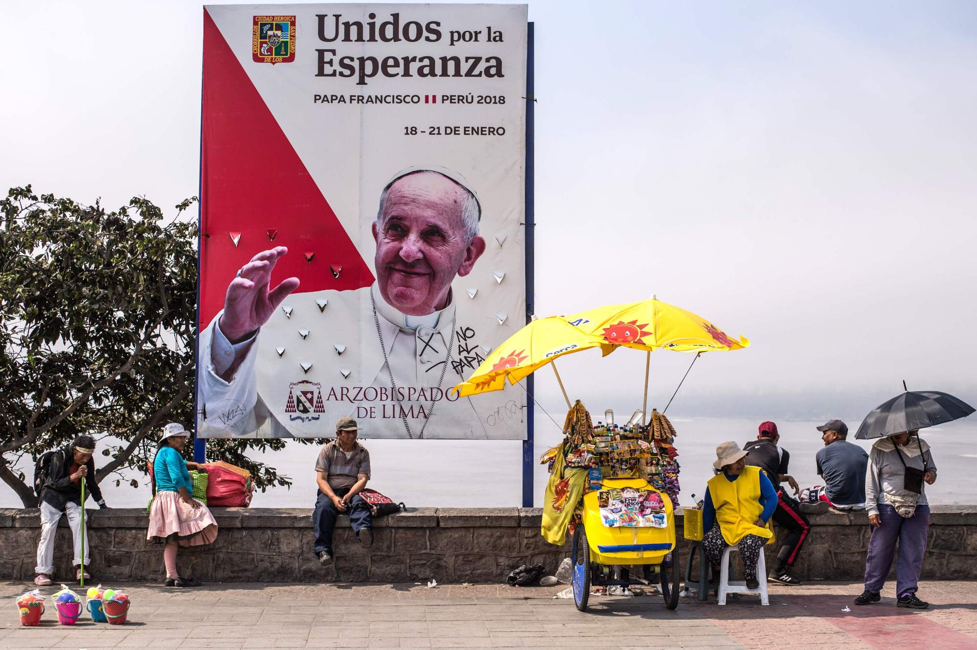 Banners welcoming Pope Francis to Peru are seen in Lima on Saturday. Pope Francis will visit the cities of Puerto Maldonado, Trujillo and Lima between Jan. 18 and Jan. 21.   AFP-JIJI