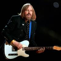 Singer Tom Petty performs with his band, the Heartbreakers, during the halftime show of Super Bowl XLII in Glendale, Arizona, in February 2008. | REUTERS