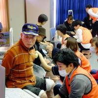 Niigata surgeon takes on risk of economy-class syndrome in disaster-hit areas