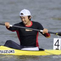 Sprint canoeist Yasuhiro Suzuki competes in the 16th Asian Games in Guangzhou, China, in November 2010. | KYODO