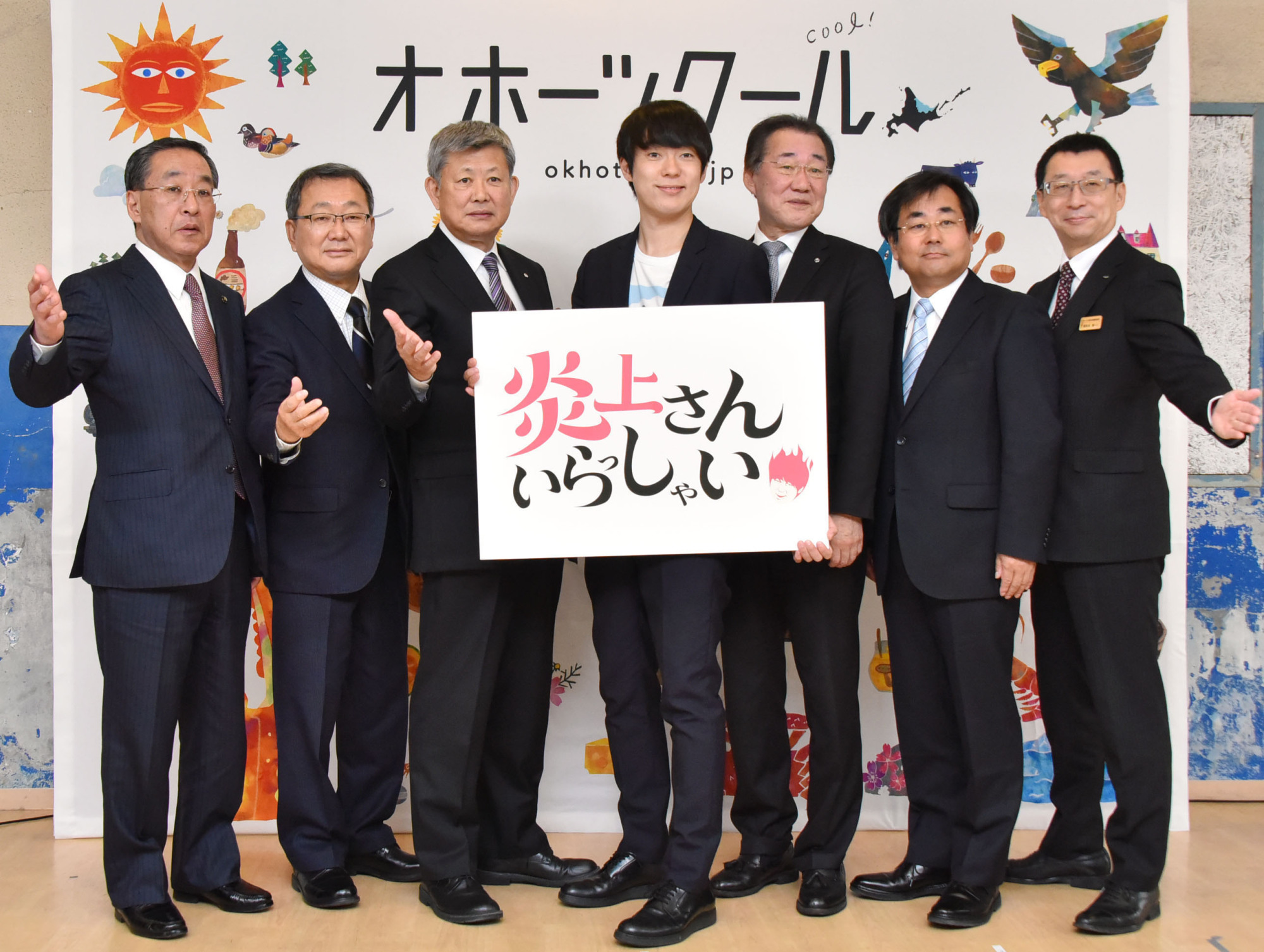 Daisuke Muramoto (center) poses with heads of municipalities from near the Sea of Okhotsk in Hokkaido at a Tokyo event to promote the region in December. Known for cold weather, the municipalities vowed to 'cool' the 'flame of controversy' created by the sharp-tongued comedian.   KYODO