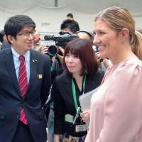Through an interpreter, Nagasaki Mayor Tomihisa Taue on Friday chats with Beatrice Fihn, leader of the International Campaign to Abolish Nuclear Weapons. | KYODO