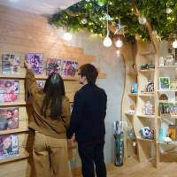 Manga cafes and capsule hotels shift focus to female-friendly features