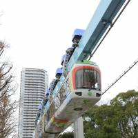 The shortest and oldeest monorail in Japan runs through Ueno Zoo in January 2016. The two-car train links its only two stations in just 90 seconds. | KYODO