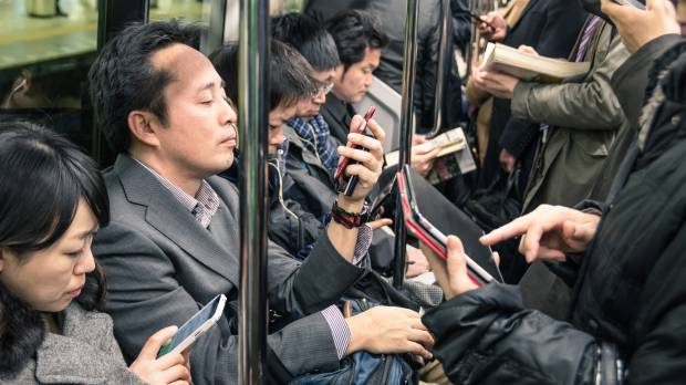 More Japanese read news online than in newspapers for first time, survey finds