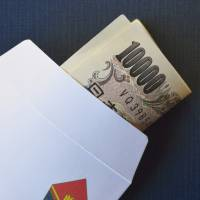 Otoshidama, or New Year's gift money, is handed out in a small decorative envelope. | ISTOCK
