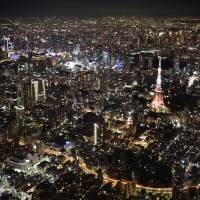 The Tokyo Metropolitan Government plans to survey foreign tourists about the city's nightlife as it seeks to spur more spending on entertainment and recreation. | KYODO