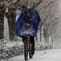 Weather forecasts predicted up to 10 cm of snow for Tokyo on Monday. | REUTERS