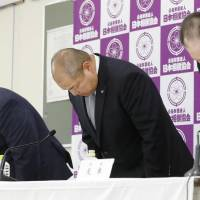Japan Sumo Association Chairman Hakkaku (center) and other JSA executives bow in apology for a sexual harassment incident involving the traditional sport's chief referee at a news conference Saturday at Ryogoku Kokugikan arena in Tokyo. | KYODO