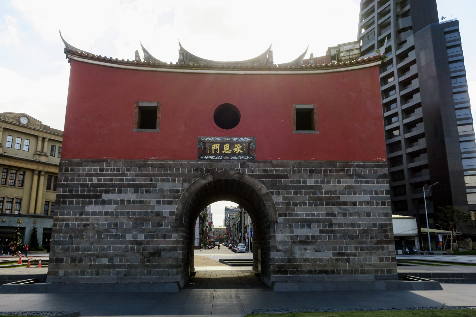 The North Gate in Taipei is seen on Dec. 20, 2017, near the century-old Taipei Beimen (North Gate) Post Office (left). | KYODO