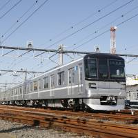 From Monday, Tokyo Metro Co. will start playing background music on 13000 series trains, one of which is seen here. The model boasts a high-tech stereo system. | TOKYO METRO CO.