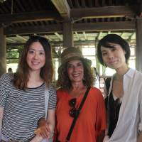 Cross-cultural experiences: Yumiko Oho (left), whose online businesses are based in Tuscany, shows Italian travelers around Japan. | COURTESY OF YUMIKO OHO