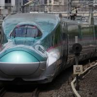 An East Japan Railway Co. shinkansen departs from Tokyo Station in May 2015. Last month, State Minister of Transport Takao Makino presented his Thai counterpart with a report for a 670 km bullet train running from Bangkok to Chiang Mai. | BLOOMBERG