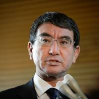 Foreign Minister Taro Kono on Sunday criticized the government's energy policy as 'lamentable' and pledged to promote renewable energy sources in line with global trends.   BLOOMBERG