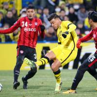 Kashiwa's Cristiano scores his second goal against Muangthong United in their Asian Champions League playoff on Tuesday night. Reysol won 3-0. | KYODO