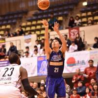 Veteran guard Masahiro Kano has helped the RIzing Zephyr Fukuoka make a successful jump from B3 to B2 this season. Kano scored a season-high 18 points on Dec. 30, the team's final game before the current All-Star break. | B. LEAGUE