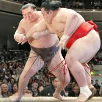 Hakuho pulls out of current basho