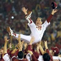 Senichi Hoshino won four pennants as a manager and captured his only Japan Series crown in 2013 as manager of the Tohoku Rakuten Golden Eagles. | KYODO