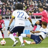 Kazuya Yamamura scores Cerezo Osaka's first goal against Yokohama F. Marinos in the second half of the Emperor's Cup Final on New Year's Day at Saitama Stadium. Cerezo won 2-1 in extra time. | KYODO