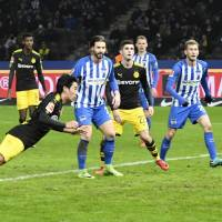 Shinji Kagawa (left) heads in Borussia Dortmund's equalizer its 1-1 draw with Hertha Berlin on Friday. | KYODO