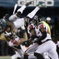 Top-seeded underdog Eagles beat Falcons