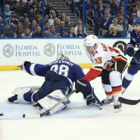 Flames skate past Lightning for fifth straight victory