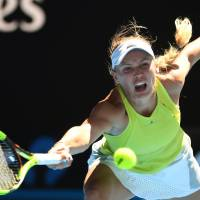 Wozniacki stays alive at Australian Open